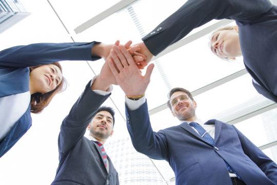 従業員エンゲージメントとは?高める方法・メリット・構成要素・参考著書【事例付き】