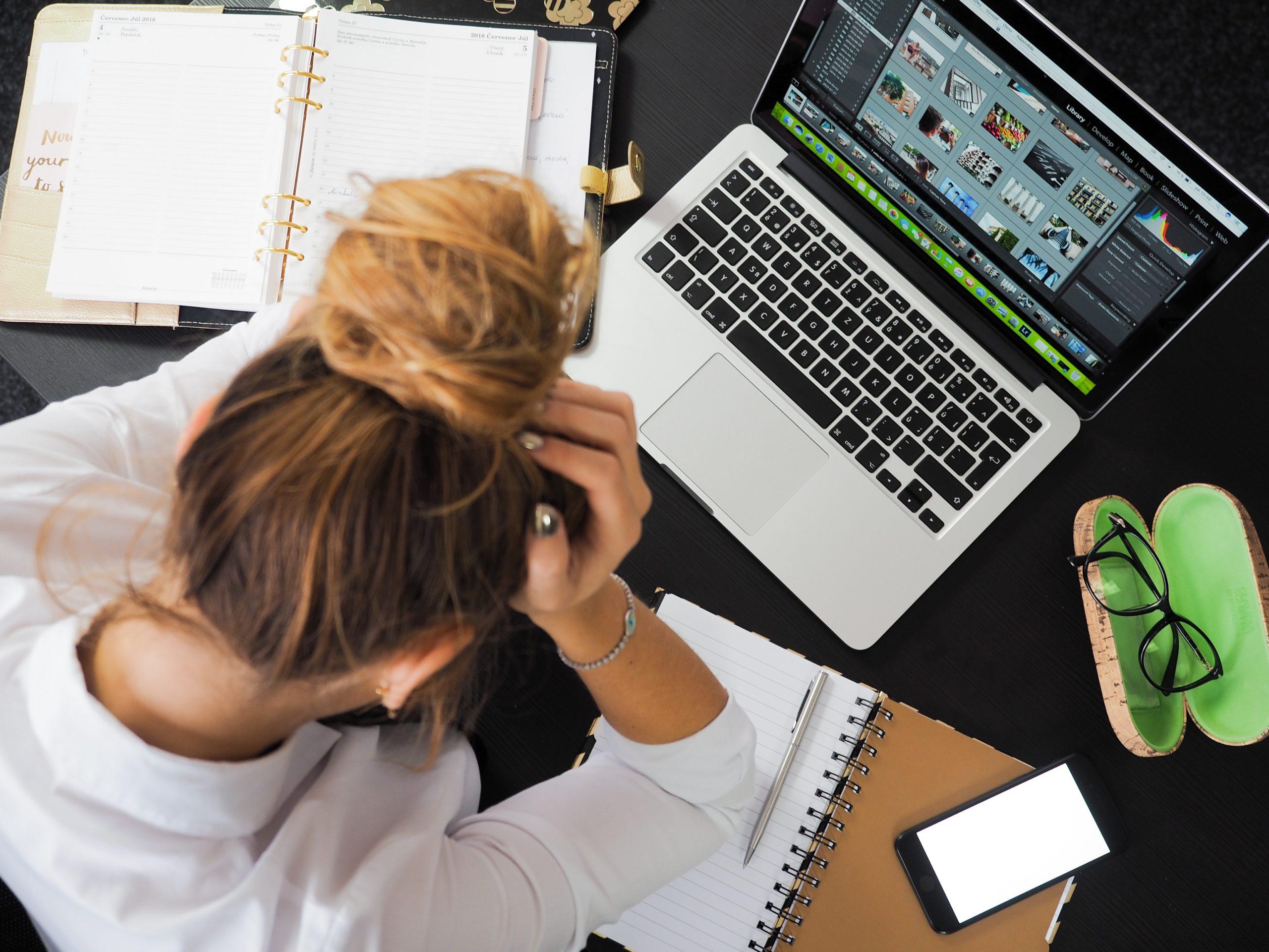 新入社員のミスを減らすには?失敗例・原因・新人教育と仕組みづくりのポイント