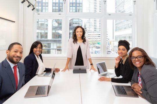 自身のリーダーシップのスタイルを特定する方法とは?重要な理由と3つの手法