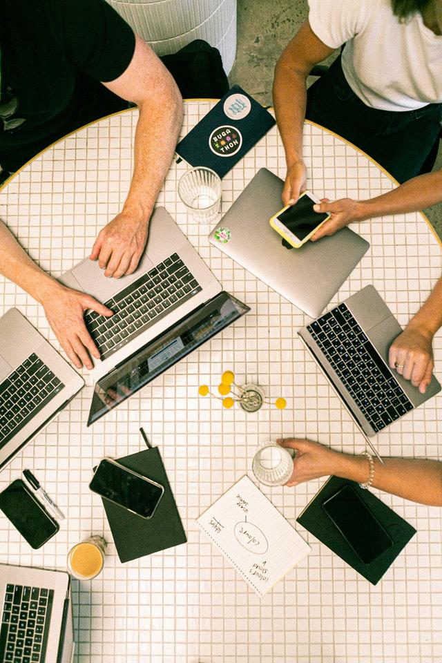 組織のサイロ化を防ぐ5つの方法│部門間のコミュニケーションを活性化し生産性を高める