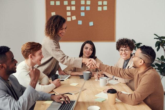 リテンションとは?社員とハイパフォーマーの離職を防止する方法・ステップ・戦略