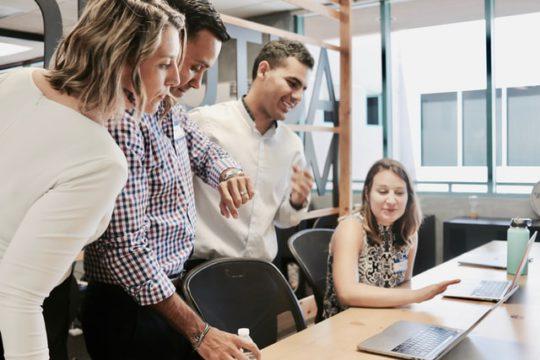 eNPSとは?意味・計算方法・従業員エンゲージメントとの関係性
