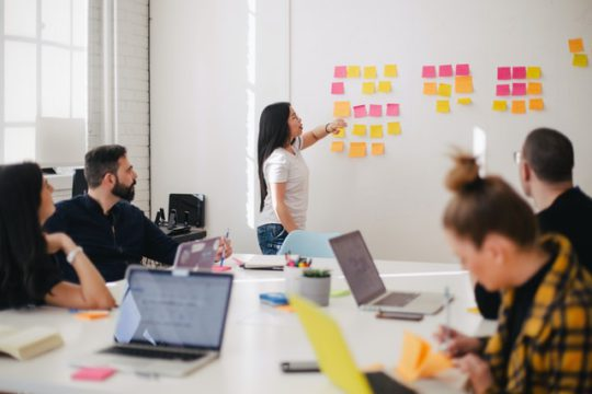 パフォーマンスマネジメントを成功させる7つの戦略と方針│重要な理由・背景